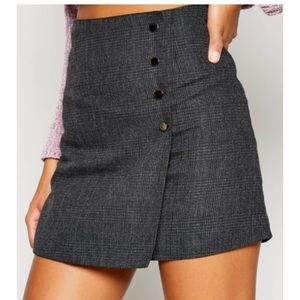 NWOT Sadie & Sage black gray plaid mini skirt